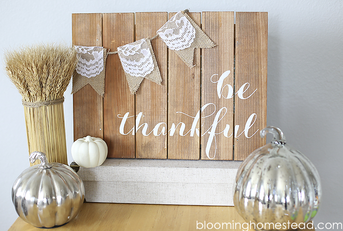 1Be-Thankful-Pallet-Art-by-Blooming-Homestead-copy